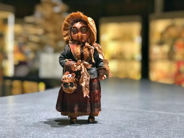 В «ФилоСовии» поселились авторские куклы-совы